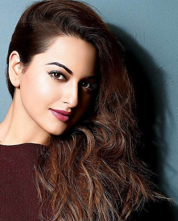 Sonakshi Sinha Age, Height, Net Worth, and Family